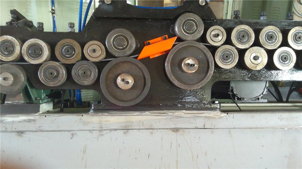 स्वचालित सिर काटने की मशीन